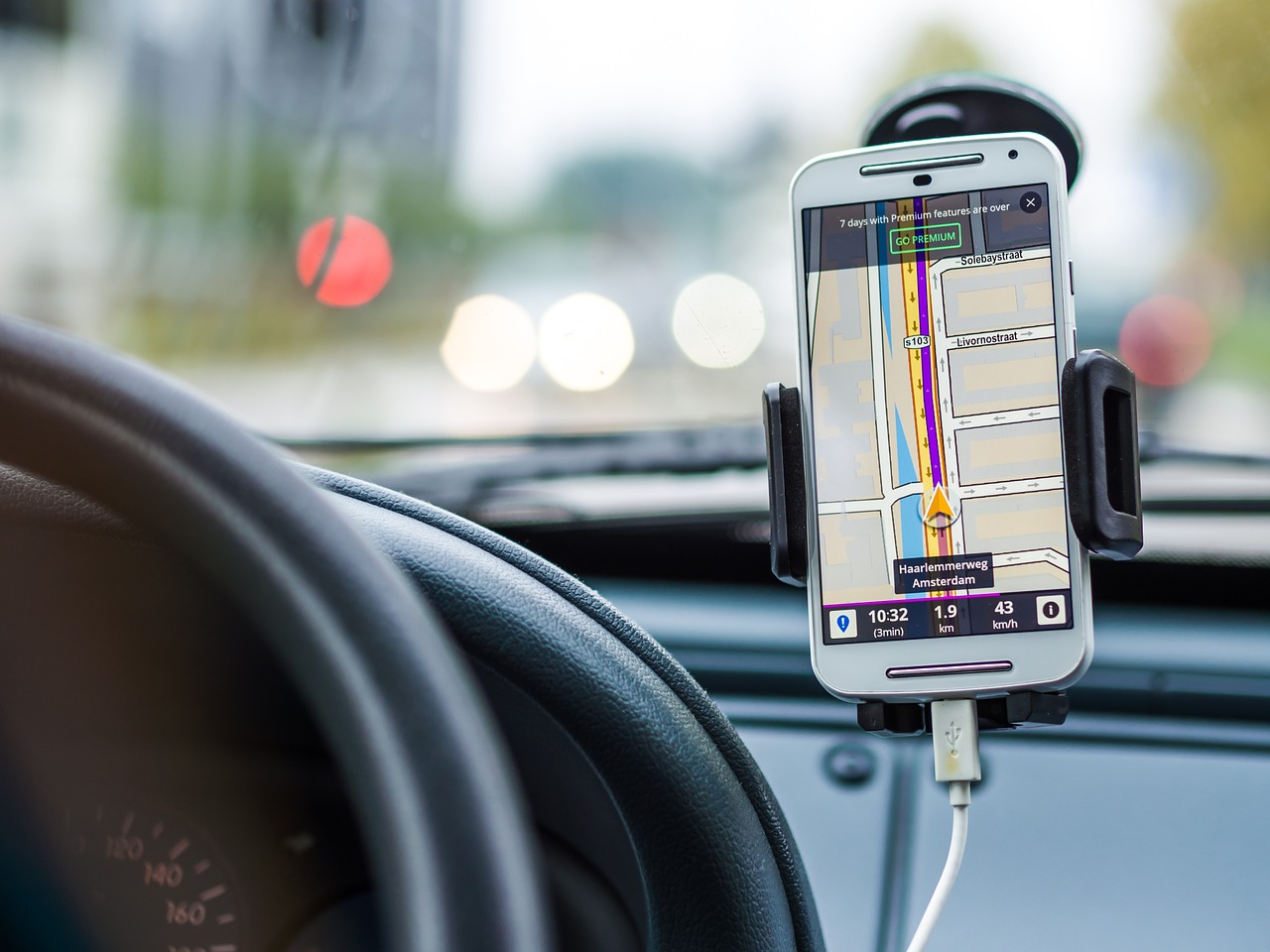 Hvorfor skal jeg have en GPS-tracker i min bil?